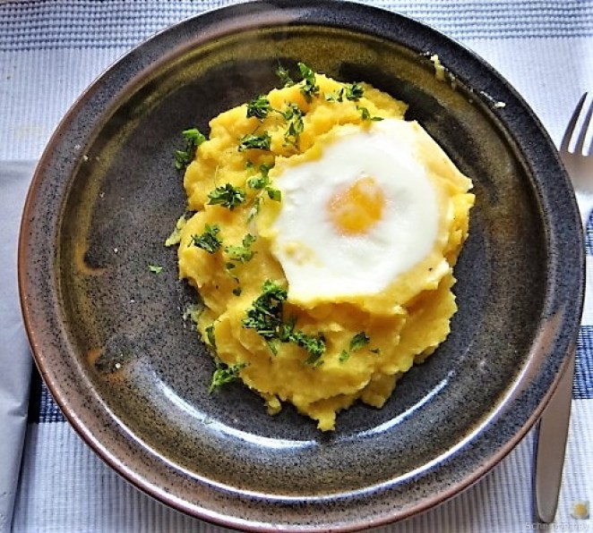 Steckrübe mit versunkenen Eiern (1)