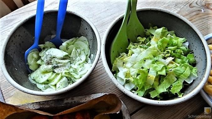 Teigtaschen,Tintenfischringe und Salat (5)