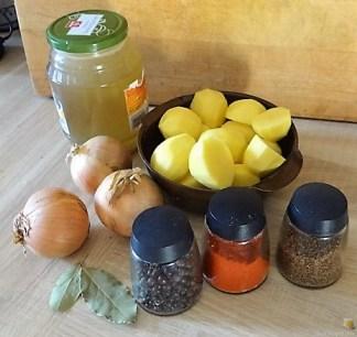 Zwiebelsauce,Kartoffelpü,Apfelmus (7)