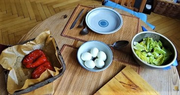 Eier in Kräutersauce (24)