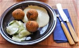 Falafel, Fetacreme, Gurkensalat, (33)