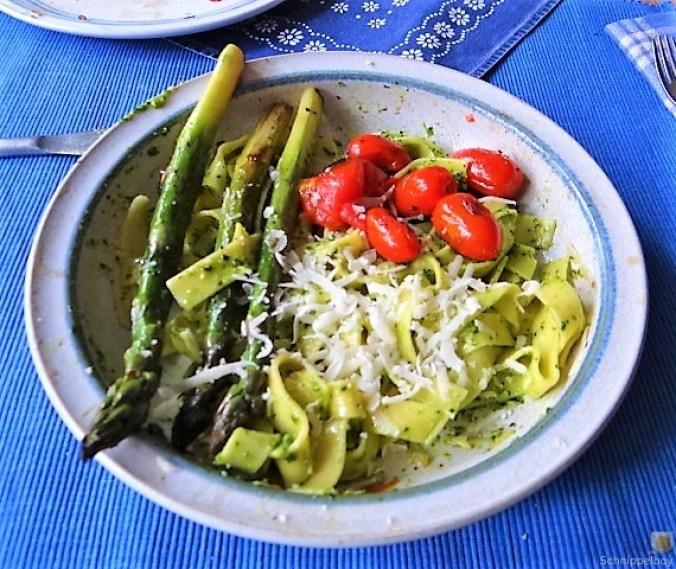 Bandnudeln,grüner Spargel, Tomaten und Bärlauchpesto (16)