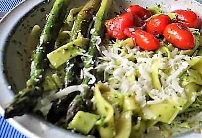 Bandnudeln,grüner Spargel, Tomaten und Bärlauchpesto (18)