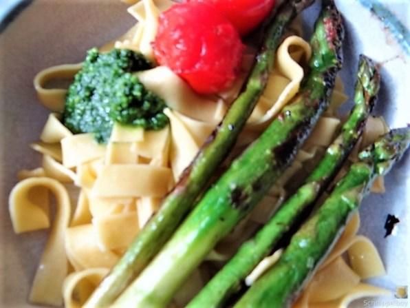 Bandnudeln,grüner Spargel, Tomaten und Bärlauchpesto (3)