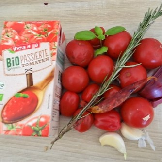 Kartoffel-Bärlauch Schnecken mit Tomatensauce (30)