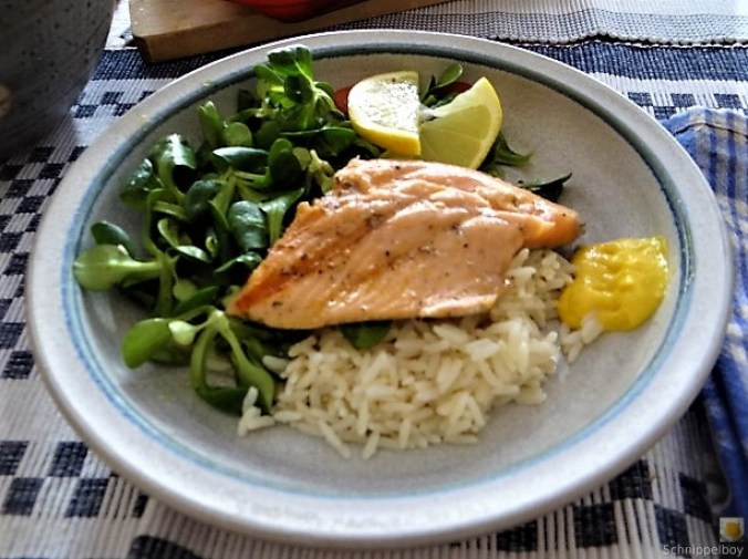 Lachsforelle,Reis und Feldsalat (1)