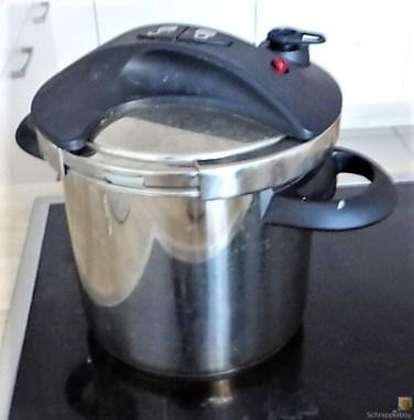 Sauerkraut ,Schälrippchen, Kartoffelpüree (11)