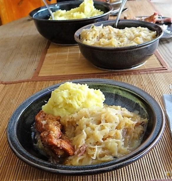 Sauerkraut ,Schälrippchen, Kartoffelpüree (18)
