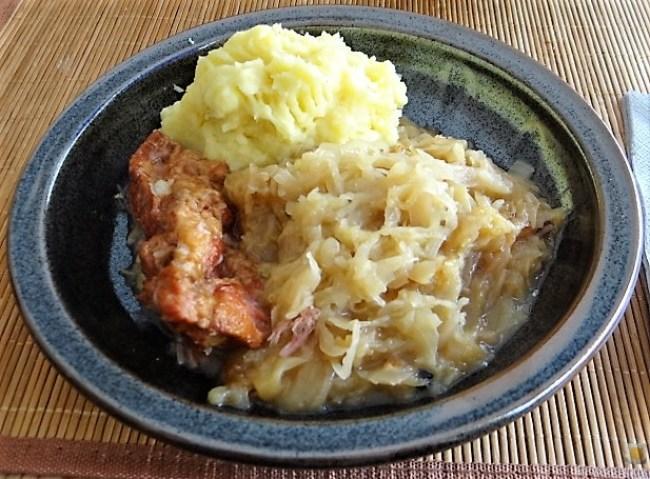 Sauerkraut ,Schälrippchen, Kartoffelpüree (20)