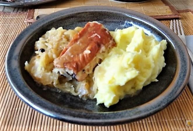 Sauerkraut ,Schälrippchen, Kartoffelpüree (21)