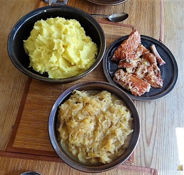 Sauerkraut ,Schälrippchen, Kartoffelpüree (7)