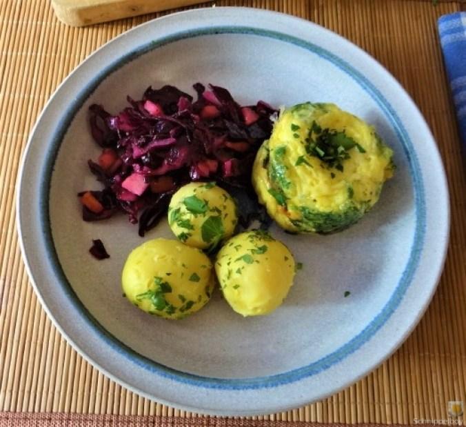 Tassenei und Rotkohlsalat (28)