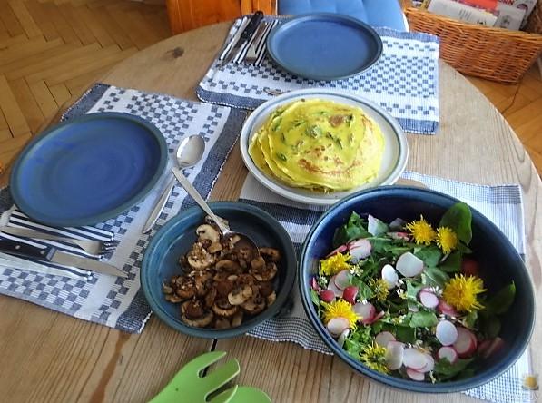 Eierpfannkuchen mit Knospen vom Bärlauch und Löwenzahn (8)