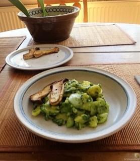 Kartoffel-Bärlauch-Gurkensalat, Kräuterseitlinge (22)
