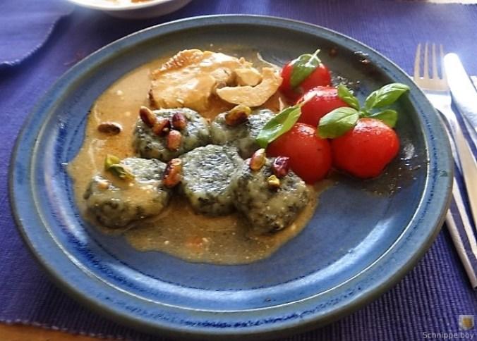 Wildkräuter Gnocchis, Poulardenbrust, Geschmorte Tomaten (3)