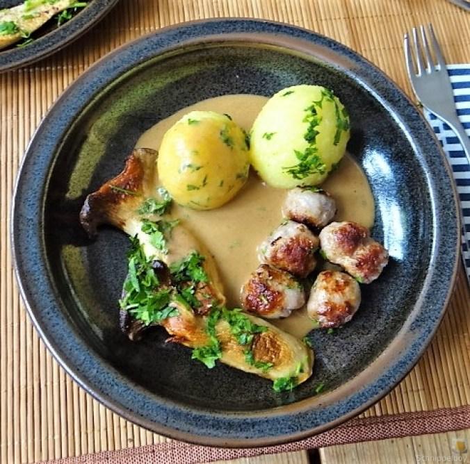 Kleine Klöse, Kleine Fleischbällchen,Pilze, Sauce (1)
