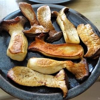 Kleine Klöse, Kleine Fleischbällchen,Pilze, Sauce (14)