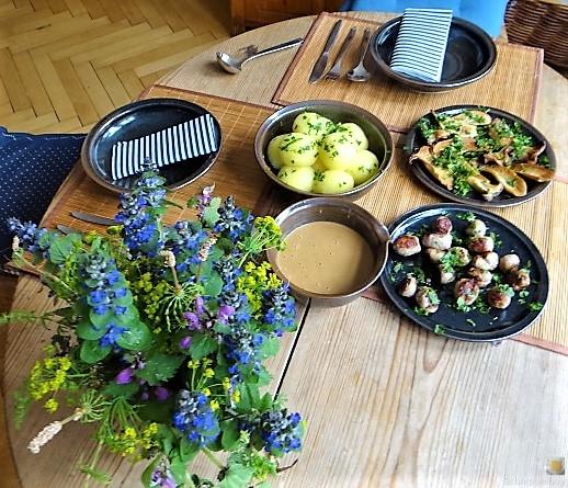 Kleine Klöse, Kleine Fleischbällchen,Pilze, Sauce (18)