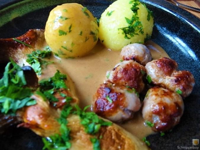 Kleine Klöse, Kleine Fleischbällchen,Pilze, Sauce (2)