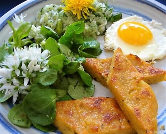 Polenta, Salate und Spiegelei (2)