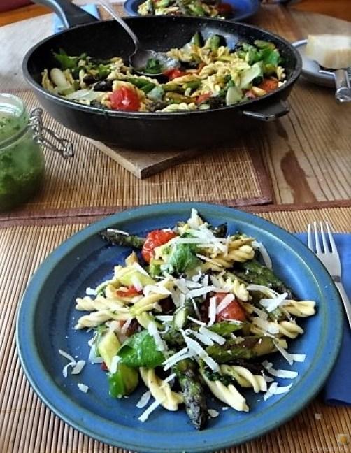 Spirelli,Spargel und Tomaten (2)