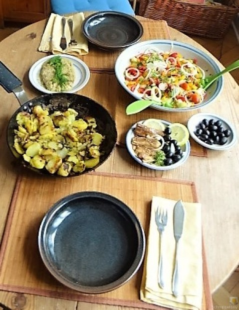 Bratkartoffeln, Bunter Salat und Sardinen (19)
