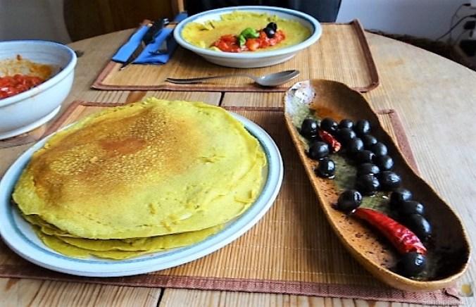 Buchweizen Pfannkuchen und Tomaten Ragout (1)
