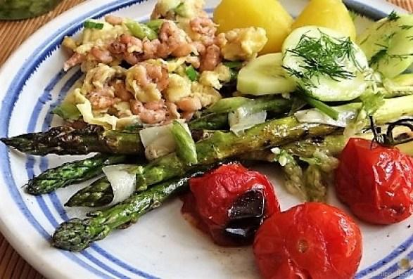 Rührei mit Krabben, Grüner Spargel und Tomaten (26)