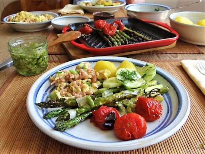 Rührei mit Krabben, Grüner Spargel und Tomaten (8)