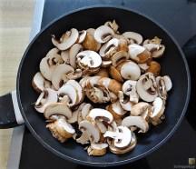 Eierpfannkuchen mit Pilz-Gemüse Füllung und Pflücksalat (9)