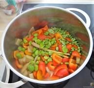 Gedämpftes Gemüse, Ernußsauce und Polenta, (22)
