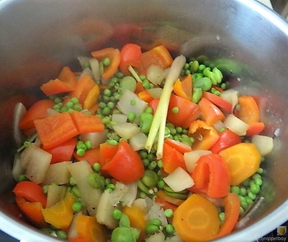 Gedämpftes Gemüse, Ernußsauce und Polenta, (23)