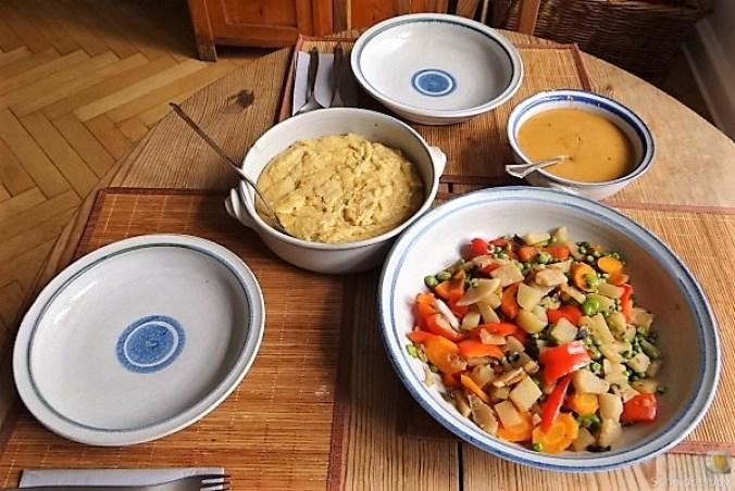 Gedämpftes Gemüse, Ernußsauce und Polenta, (6)
