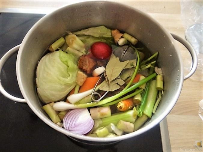 Gedämpftes Gemüse, Ernußsauce und Polenta, (8)