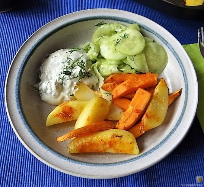 Kartoffelspalten, Meerrettichquark und Gurkensalat (3)