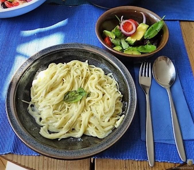 Spaghetti mit Gorgonzolasauce und Bunter Salat (2)