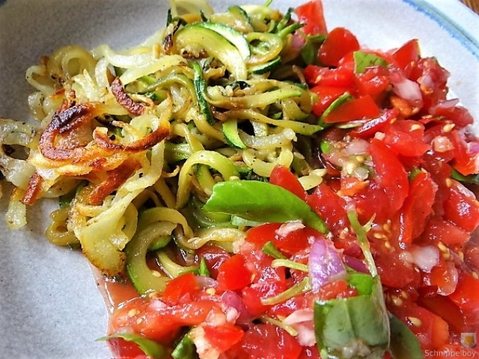Zucchini-Kartoffel Zoodles mit Tomaten (5)