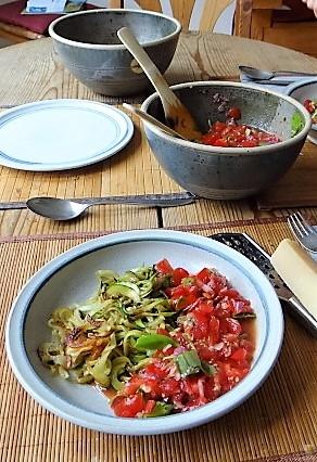 Zucchini-Kartoffel Zoodles mit Tomaten (7)