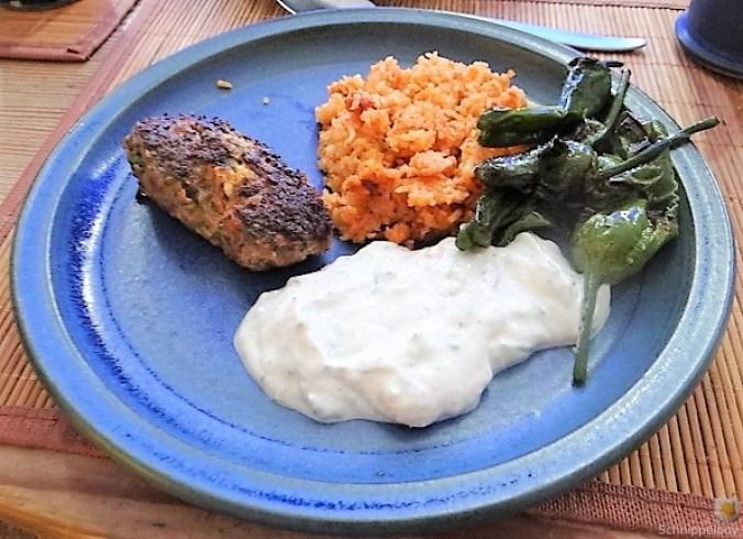 Bifteki mit Pimientos und Reis (22)