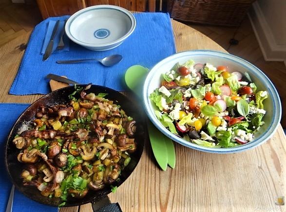 Bratkartoffeln mit Champignon und buntem Salat (4)