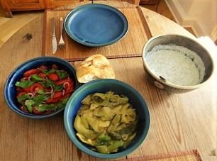 Zucchini-Tomatensalat und Tzatziki (15)