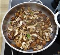Kleine Klöße mit Pilzen und Tomaten-Ruccolasalat (14)