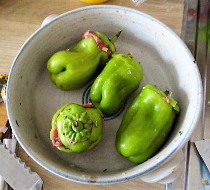 Gefüllte Paprika auf Zucchini Zoodles und Tomaten (8)