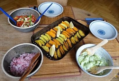 Salate und Kartoffelspalten (22)