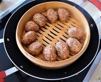 Bulgur-Hack Klößchen, Spitzkohl Salat, Tzatziki, Apfel Crumble (13)