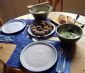Bulgur-Hack Klößchen, Spitzkohl Salat, Tzatziki, Apfel Crumble (32)