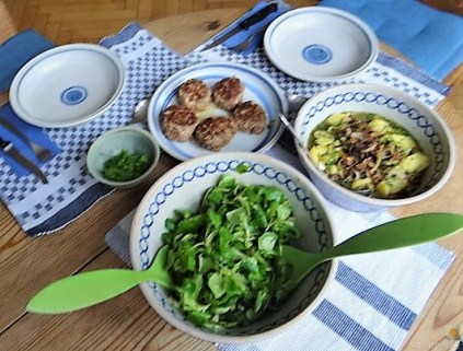Bouillonkartoffeln, Frikalellen, Salat (21)