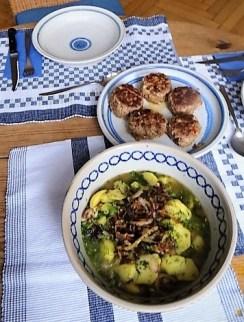 Bouillonkartoffeln, Frikalellen, Salat (22)