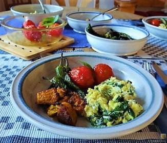 Gemüse, Rührei, aufgebackene Kürbisküchlein (19)