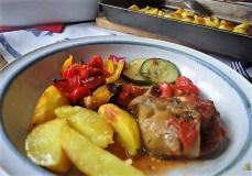 Ratatouille , Kartoffelspalten,Obstsalat,Kürbiskern Pesto (Brotaufstrich) (17)